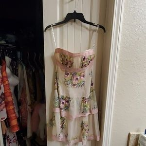 Adorable strapless dress
